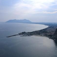 veduta aerea su Terracina ed il suo golfo