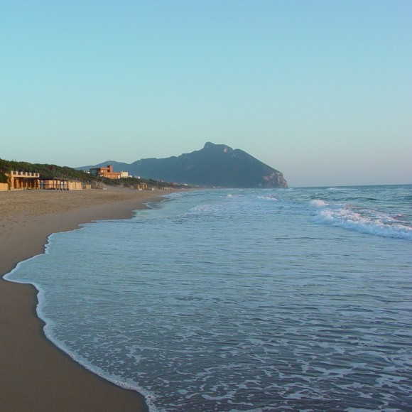 Mt_Circeo_from_Sabaudia_Beach